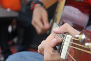 Lezione di fingerstyle: perfezionamento della mano sinistra