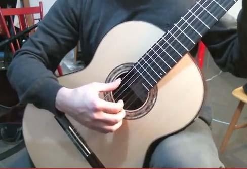 posizione-mano-destra-nella-chitarra-classica