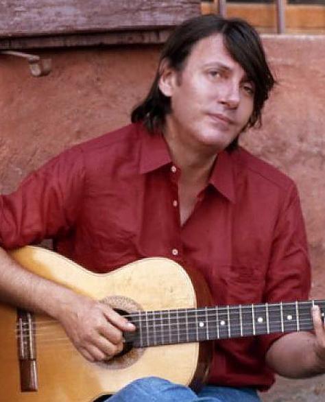 Foto: Fabrizio De André con la chitarra