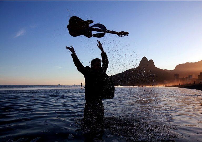 chitarra e mare